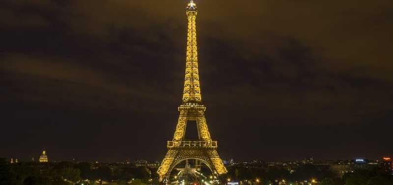 Sur un bateau de luxe, découvrez Paris au fil de l'eau